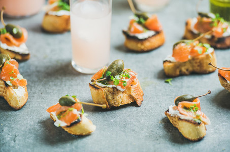 Crostini with smoked salmon and pink grapefruit cocktails  grey background