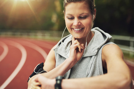 Close up of young athlete feeling her pulse