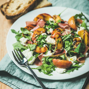 Arugula  prosciutto  mozzarella and grilled peach salad