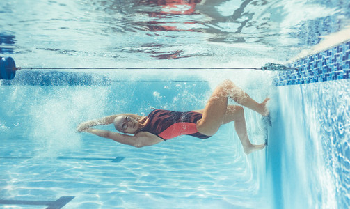 Woman swimmer training for swimming competition