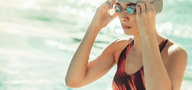 Woman swimmer ready to swim