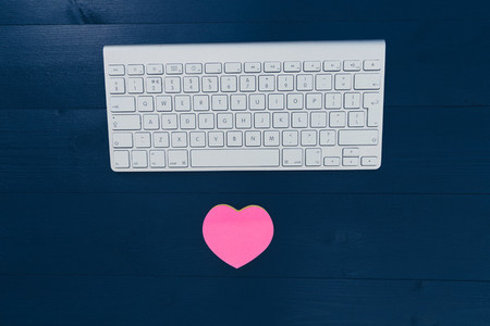 Online internet dating concept with love heart