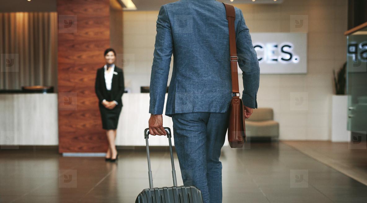 Photos - Business traveler arriving at hotel 148436 - YouWorkForThem
