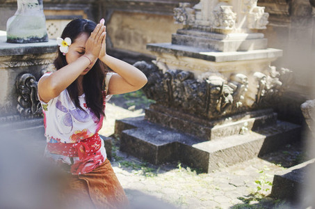 Hindu woman praying