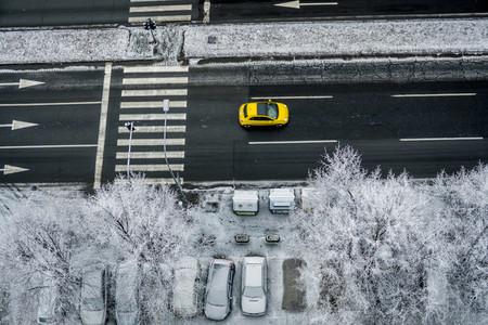 City traffic under snow