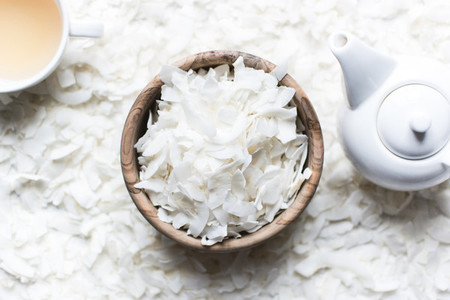 Coconut flakes with tea