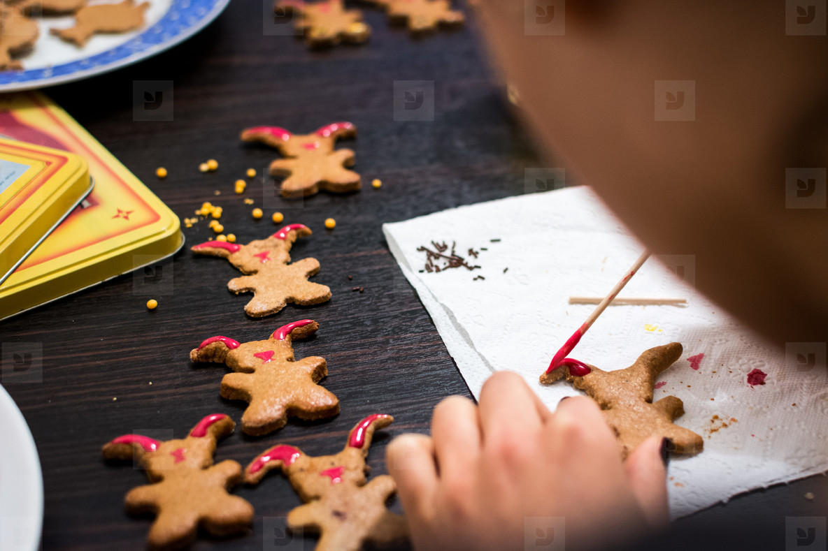 Decorating Easter gingerbread