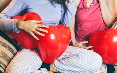 Women with heart balloon