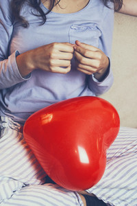 Women with heart balloon