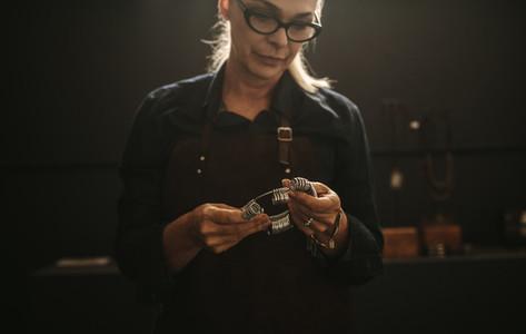 Jeweler with professional ring finger measurer