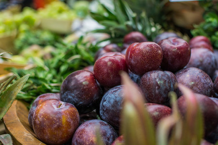 Fresh plums at farmers market