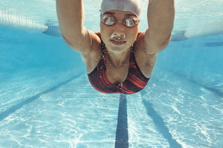 Swimmer training in the pool