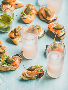 Crostini with smoked salmon and pink grapefruit cocktails in glasses