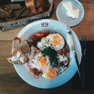 Full english breakfast in a cafe