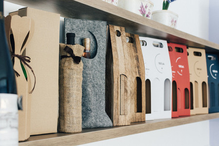 Wine present paper package