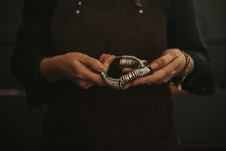 Jeweler holding ring measurer tool