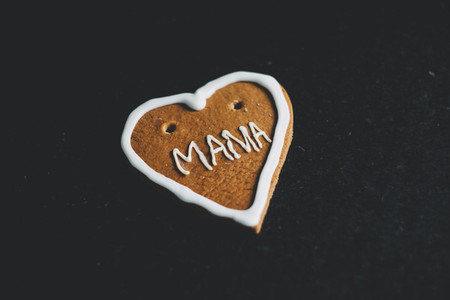 gingerbread heart mama