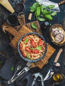 Spaghetti with tomato and basil in plate