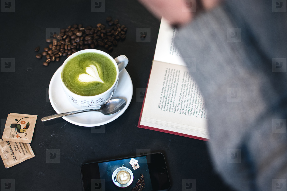 Matcha latt art