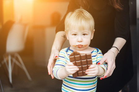 Portrait of an littel boy eating chocolate