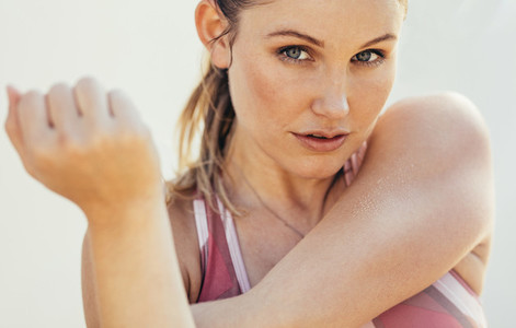 Portrait of a fitness woman doing workout