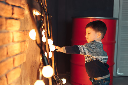 little boy plays with light bulbs