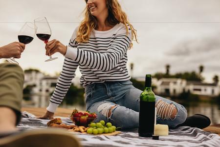 Couple on date toasting wine glasses
