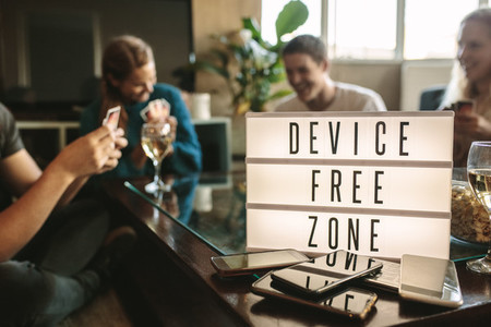 Device free hangout party