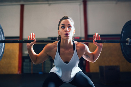 Athletic young woman doing some weightlifting exercises
