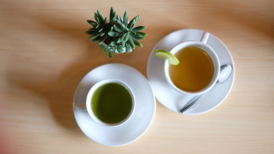 Lemon tea and green tea