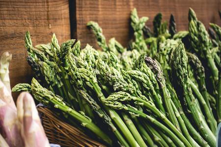 Shopping fresh green asparagus