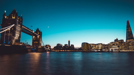 Panoramic view modern London city skyline River Thames sunset ni