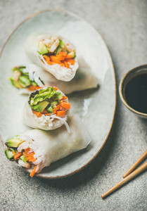 Shrimp and vegetable rice paper spring rolls with sauce