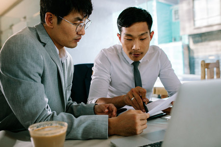 Two business people working together in a coffee shop