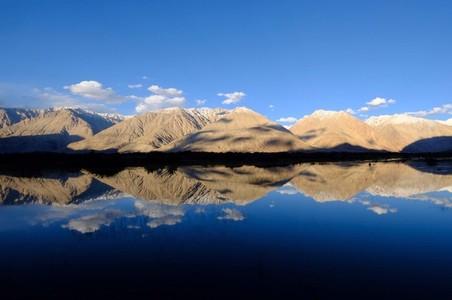 Mirroring of hills