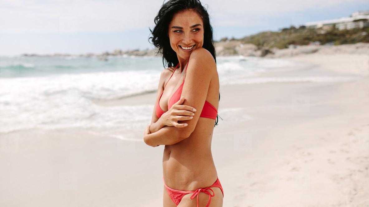 The Woman Attractive Bikini On Beach In rQdBeWECxo