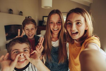 Selfie kids