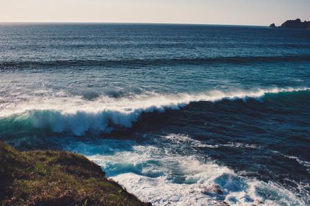 wave breaking coast