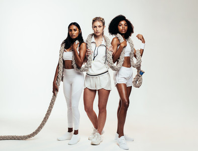 Group of sportswoman with exercise rope