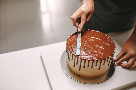 Decorating cake with chocolate frosting