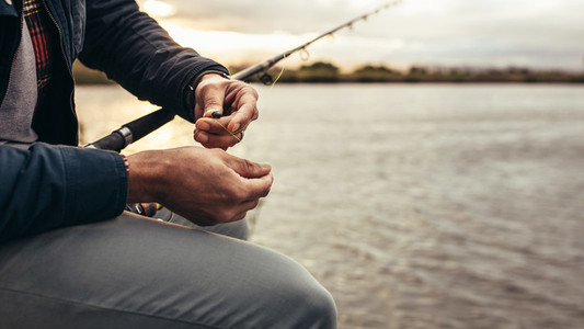 Person setting his fishing rod to catch fish
