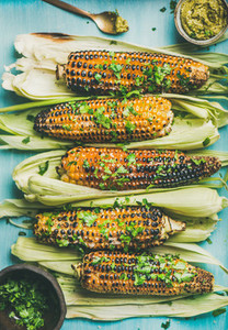 Grilled sweet corn with pesto sauce and herb