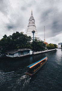 Maharatchamongkhon stupa