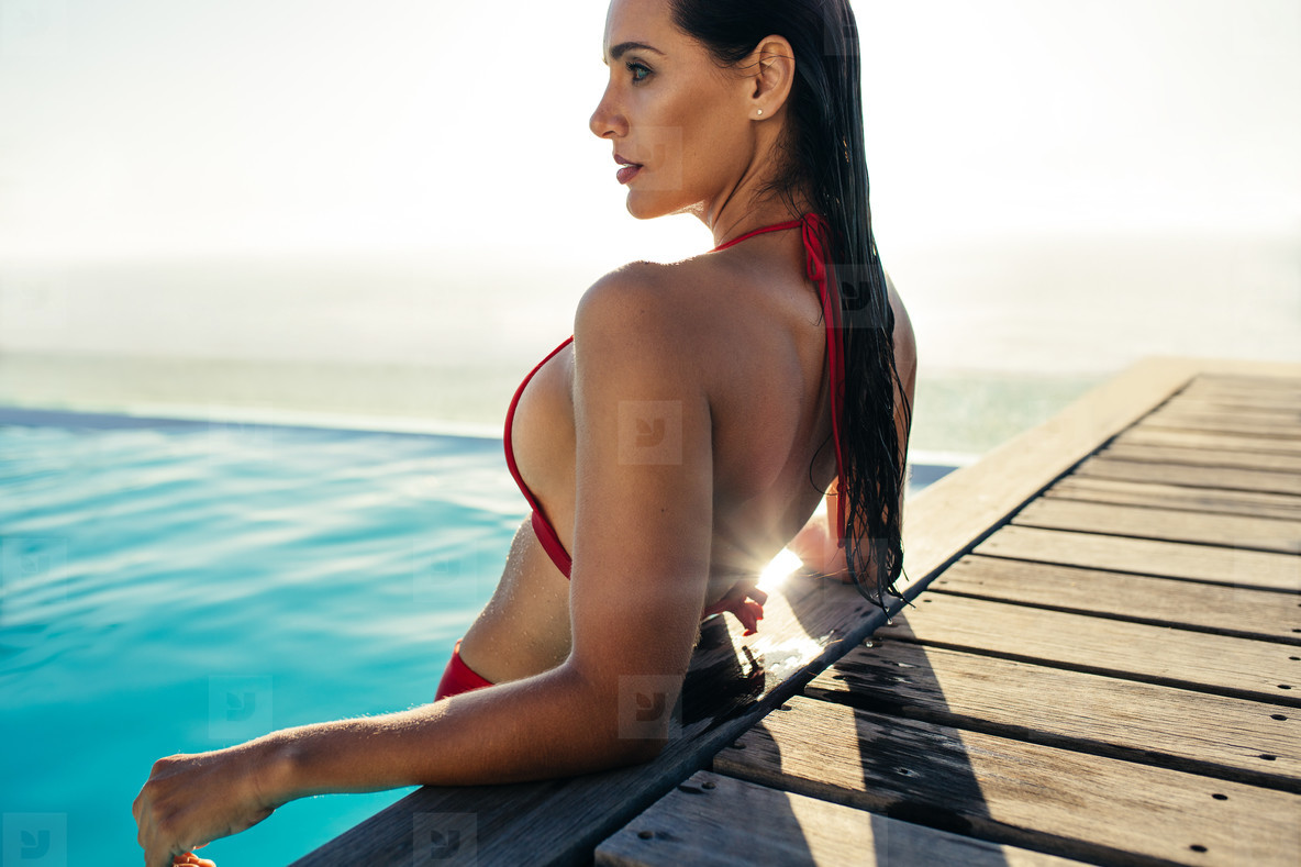 571a93f3276 Photos - Gorgeous lady relaxing in pool - YouWorkForThem