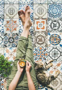 Woman  coffe and cat