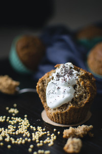 Poppyseed muffin with cream