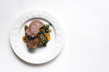 Sirloin beef steak with vegetabl