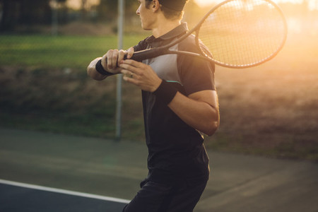 Tennis player returning the serve with a forehand