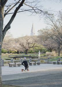 Runner stretching in Yoyogi Park 01
