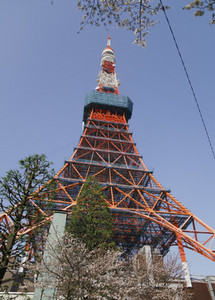 Tokyo Tower against sunny blue sky 01